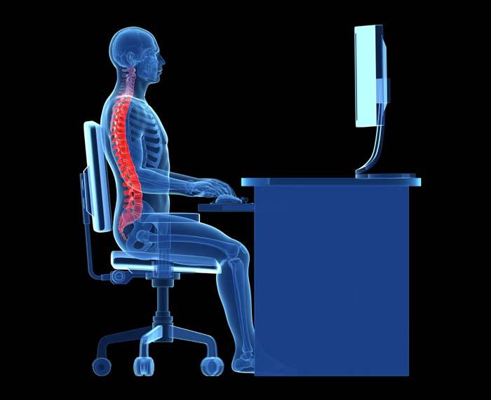 Пример хорошей осанки спины при использовании компьютера