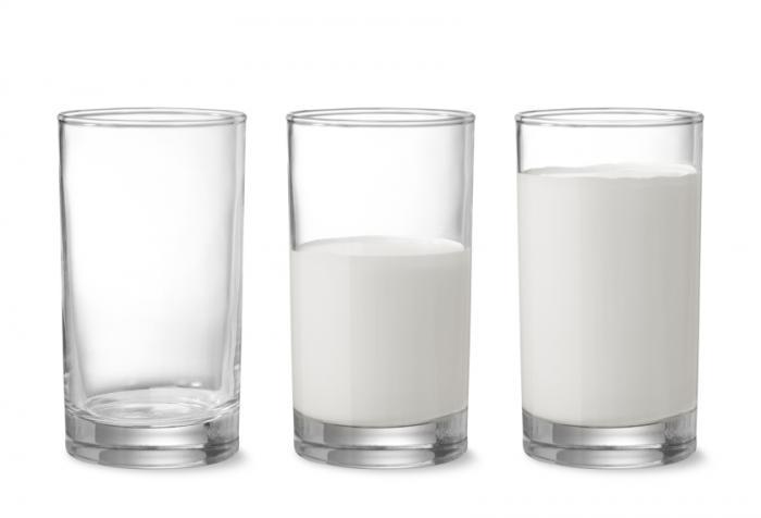 [glasses of milk]