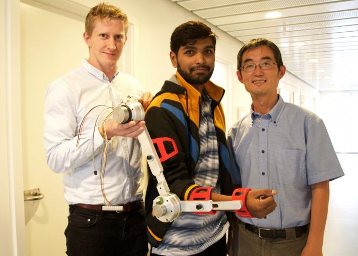 Researchers with first model of a portable robotic arm