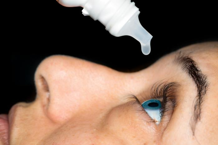 Eye drops for dry eyes: Types, how to choose, and other remedies