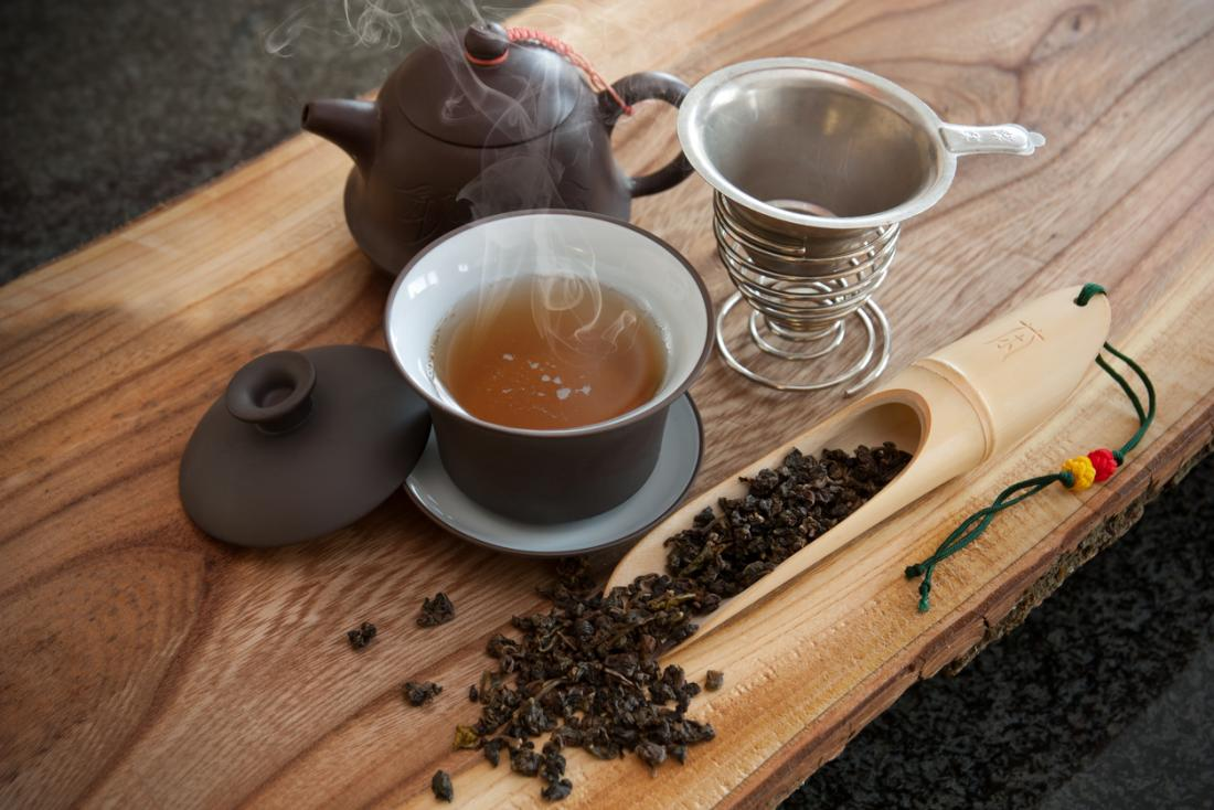 Oolong tea: Health benefits and risks