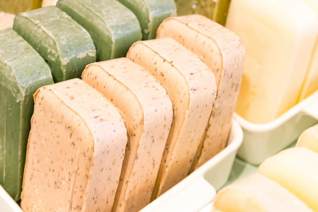 Soap for psoriasis: Tar soaps, exfoliating, oatmeal, and more