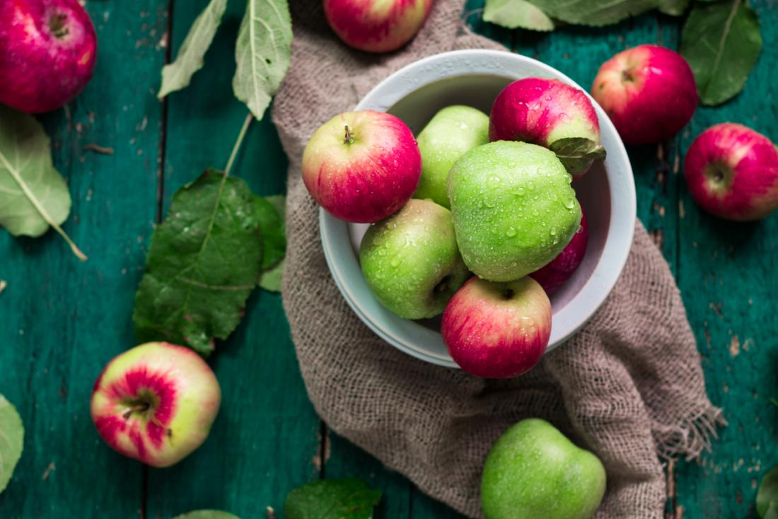 Apple allergy: Symptoms, causes, and foods to avoid