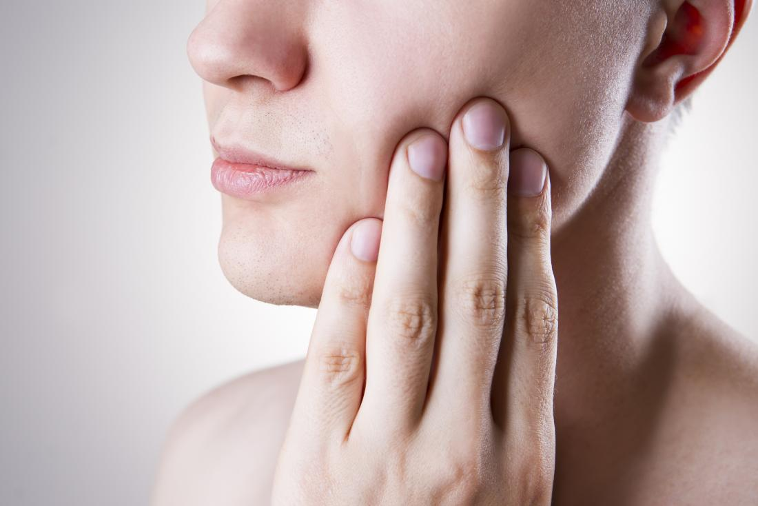 Pericoronitis: Symptoms, treatments, and complications