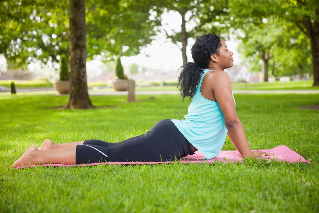 Middle back pain: Causes, treatment, and exercises