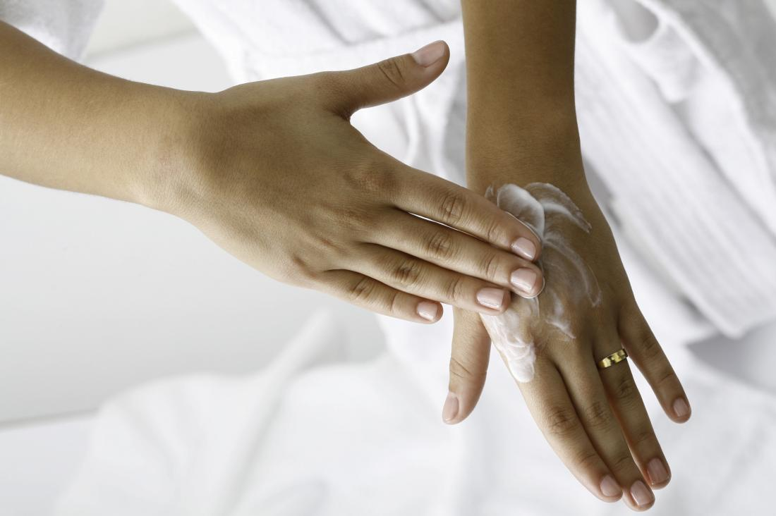 Dry hands: Home remedies and causes