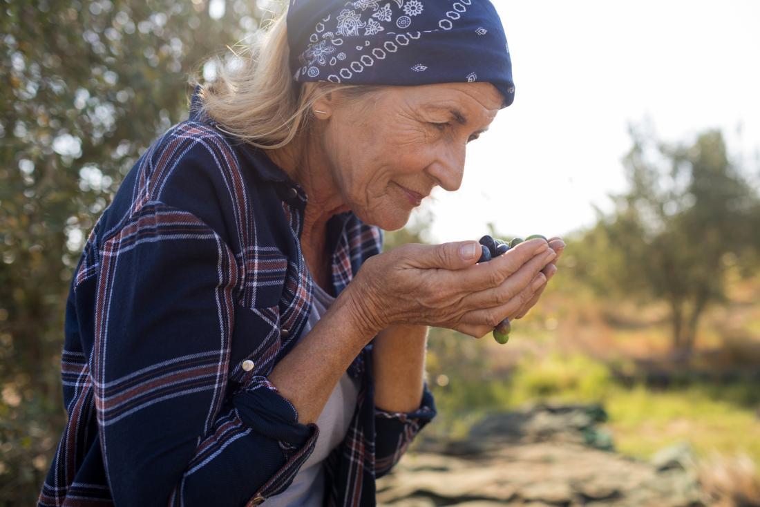 Hyperosmia: Symptoms, causes, and treatment