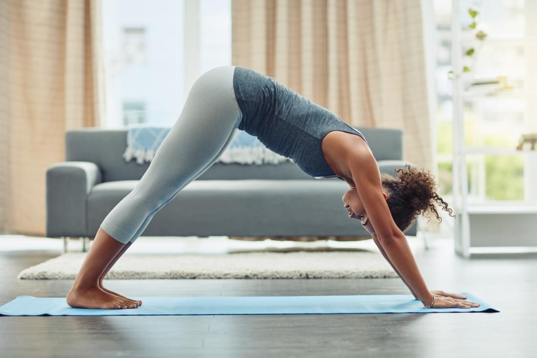 Aşağı doğru bakan köpek yoga pose