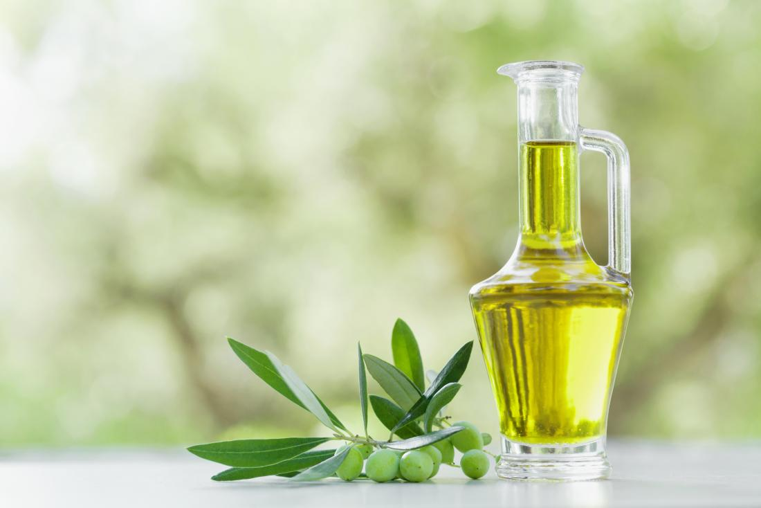Olive oil for hair care: How to use and possible benefits