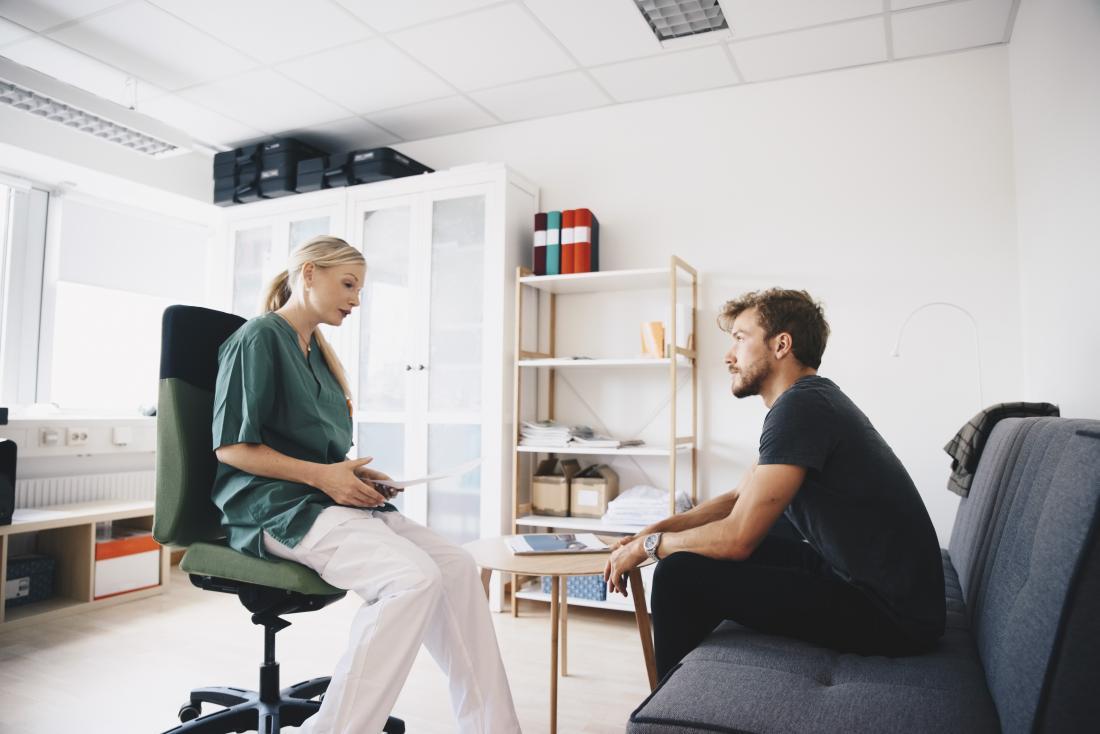 Bir dermatolog sivilce yara izi için tıbbi tedaviler önerebilir.