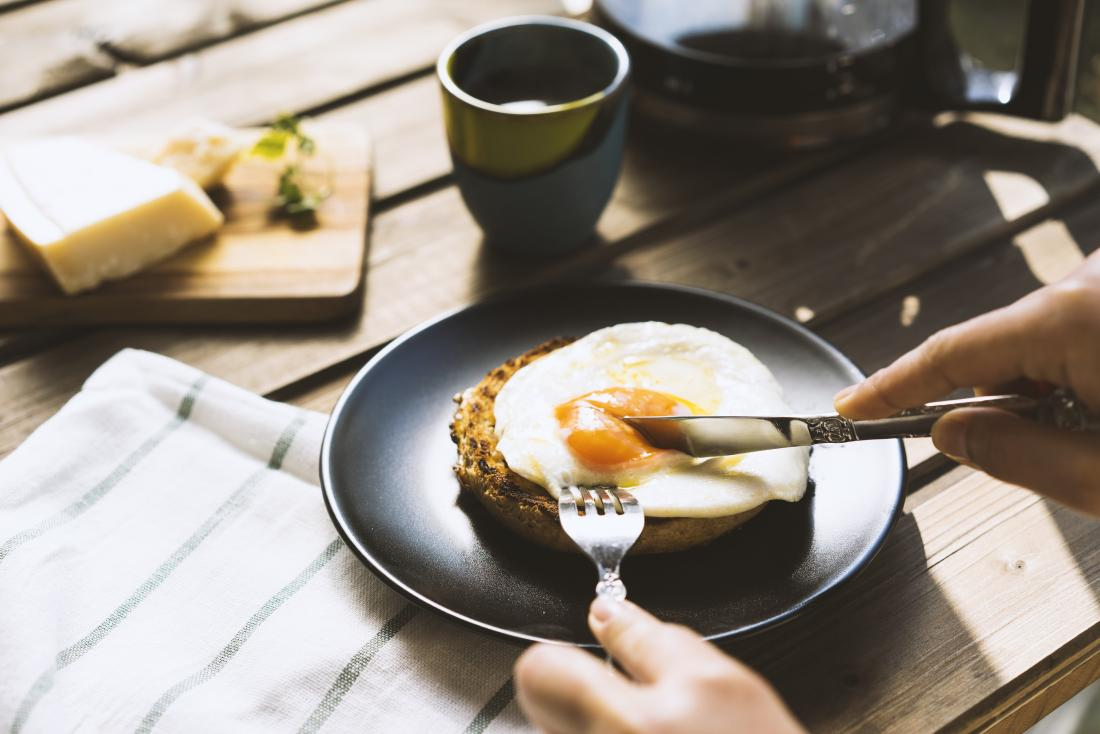 eating eggs may help thinning hair
