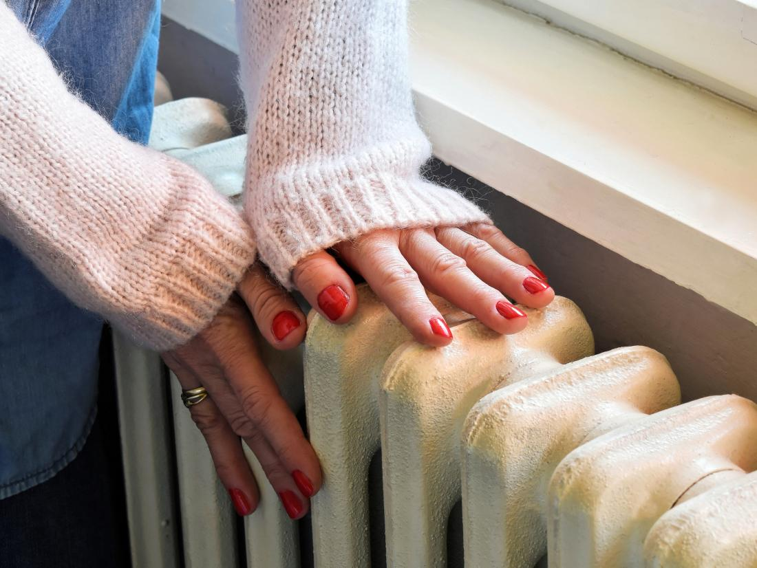 What causes cold fingers?