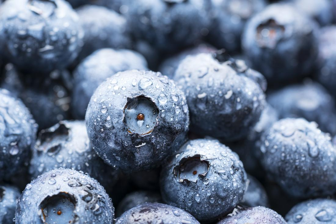 a plate of blueberries, which are amongst the group of good antioxidant foods
