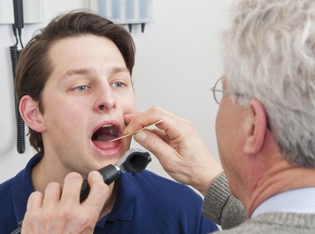 a man with an itchy mouth seeing a dentist.