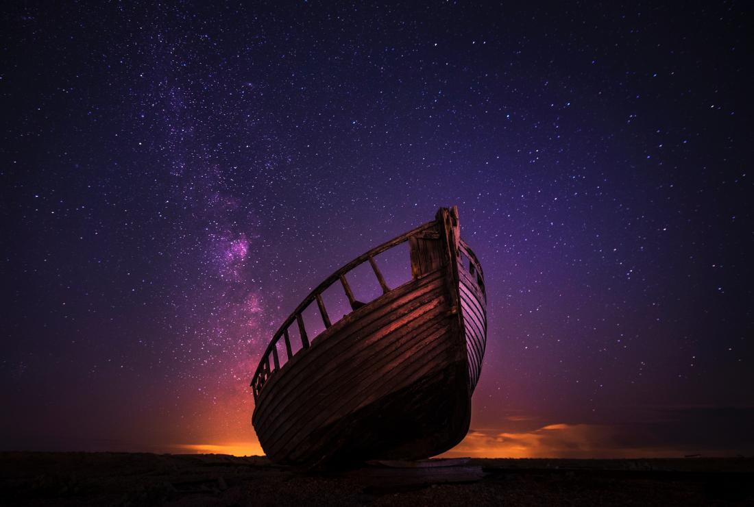 小船和夜空的图象