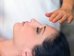 Reiki: What is it and are there benefits?