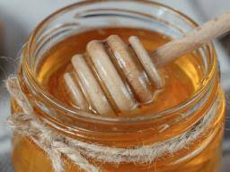 Honey: Benefits, uses, and properties