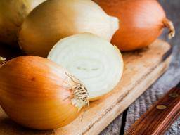 Onions: Health benefits, nutrition risks, and dietary tips