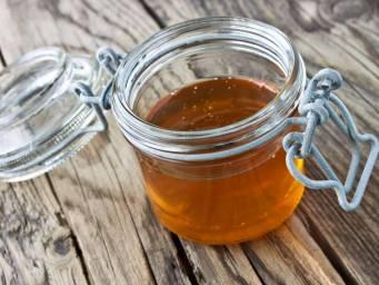 Raw honey vs  regular honey: Benefits, risks, and uses