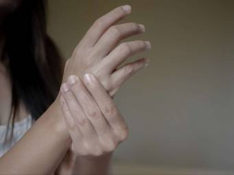 Carpal tunnel syndrome: Causes, symptoms, and treatment