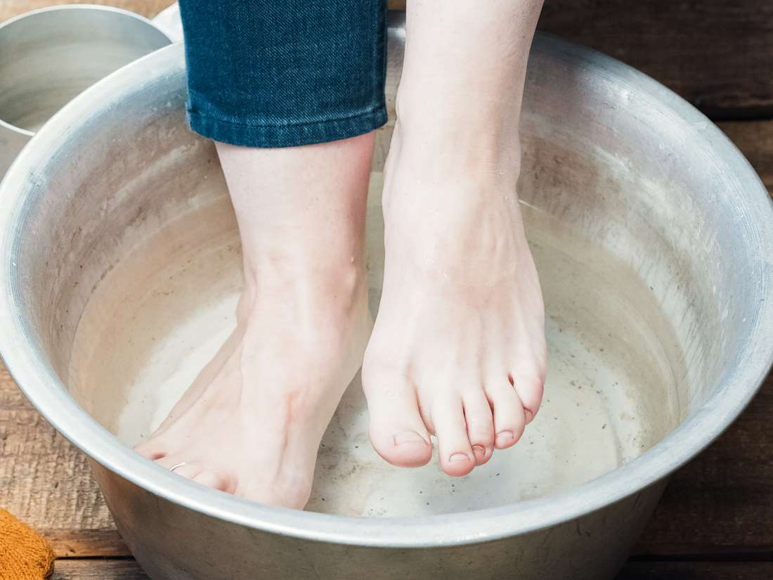 How To Make A Vinegar Foot Soak Tips Benefits And Risks