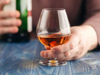 Is it safe to mix Flagyl and alcohol? Effects and interactions